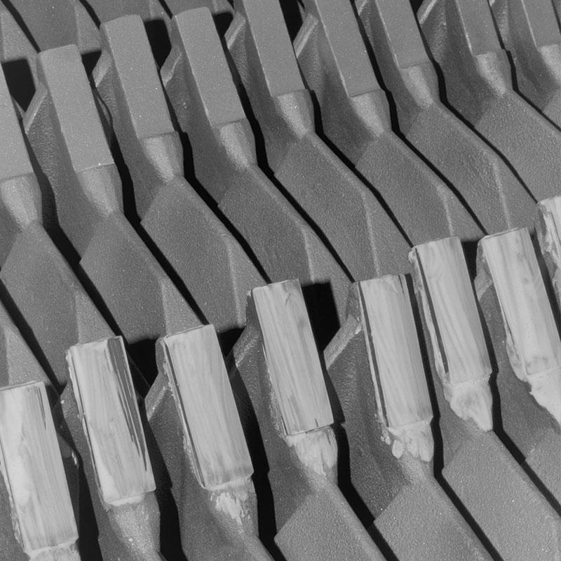Soldadura de placas de metal duro a cuerpos de acero